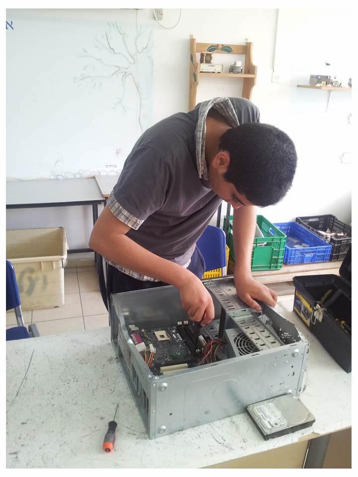 בית ספר יובלים - פירוק מחשב ישן